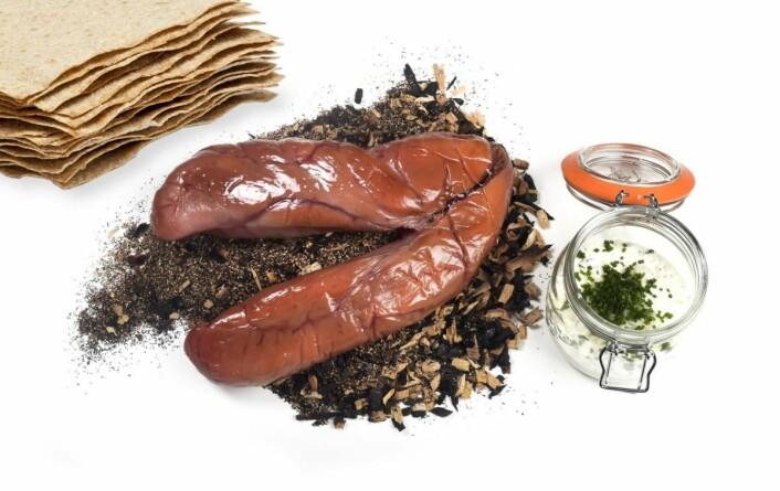 Rogn, rømme, Rørosflatbrød og pepperrot. (Foto: Impulsfoto)