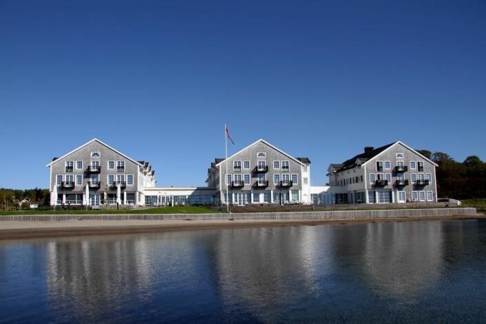 Støtvig Hotel ligger helt nede ved havet på Larkollen. (Foto: Morten Holt)