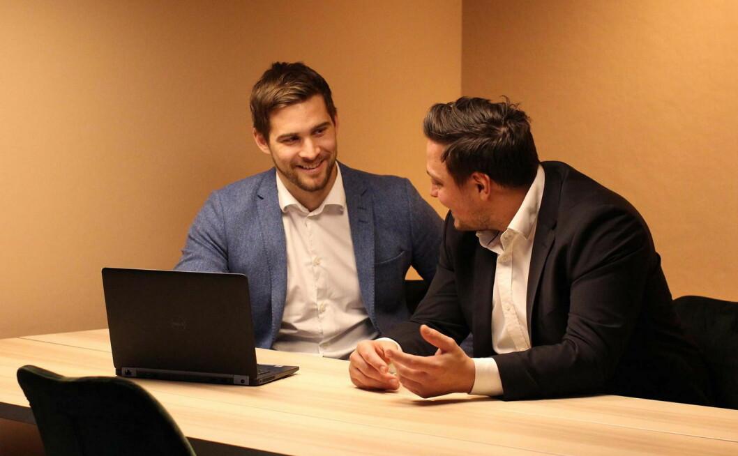 – Vi jobber med å finne, utvikle og supplere kokketalenter hver eneste dag, sier kundeansvarlig hos Toptemp Hospitality, Øystein Hetland (til venstre), her sammen med kandidatansvarlig Mathias Paul. (Foto: Toptemp)