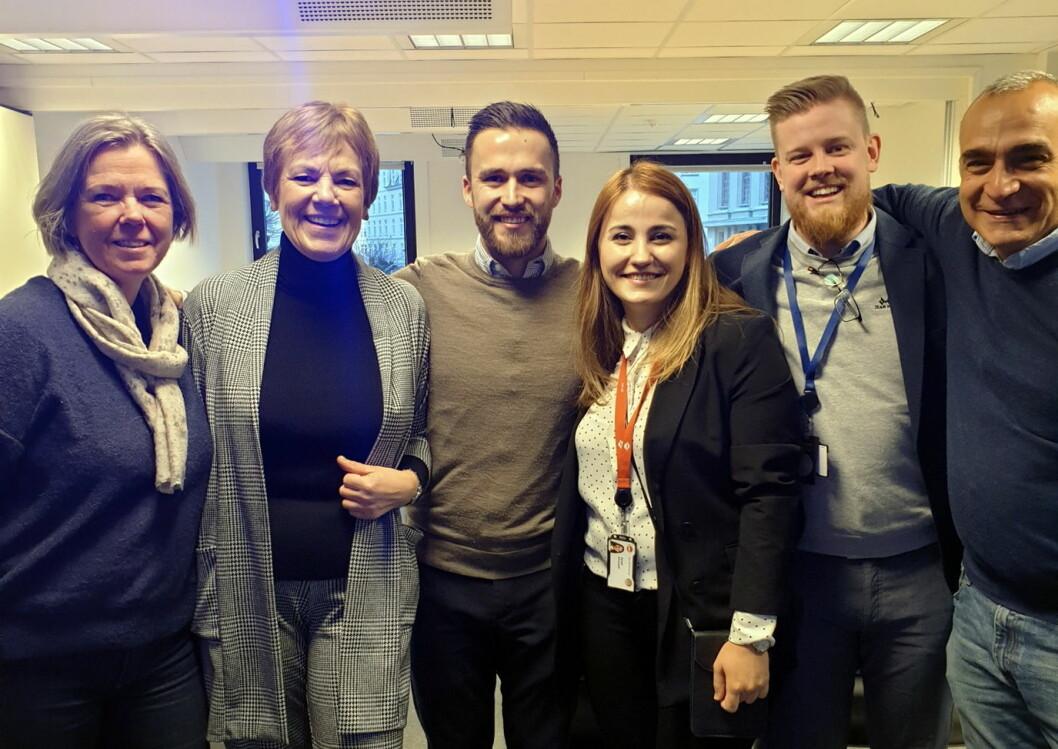 Fra venstre Åse Landmark Grahl Madsen (Introduksjonssenteret for flyktninger), Irene Hamre (NAV), Victor Aguiar (Comfort Hotel), Aysel Ahmadli (NAV), Erlend Fardal Lunde (Comfort Hotel) og Bassam Minzalji (Introduksjonssenteret for flyktninger). (Foto: Comfort Hotel)