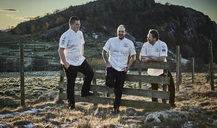 Under kan du se utdrag av hva commis Håvard A. Josdal Østebø (fra venstre), kokk Christian A. Pettersen og coach Gunnar Hvarnes serverer i Bocuse d'Or i dag. (Foto: Tom Haga)