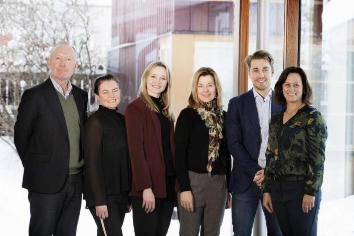 Fra venstre Pål Semb-Johannson (adm. direktør i Nores), Anja Loen (leder medlemsavdelingen i Nores), Inger Voie (markedsansvarlig Nores), Anne-Grete Haugen (daglig leder i Matvett), Erik Vold (prosjektleder i KuttMatsvinn2020) og og Anne Marie Schrøder (kommunikasjonssjef i Matvett). (Foto: Stine Østby)