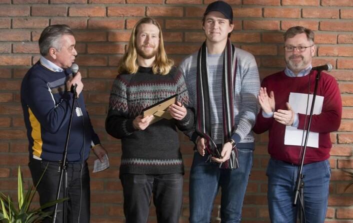 Even Kristoffersen og Karl-Kristian Muggerud fra Fiskum fruktpresseri sammen med Harald Osa (til venstre) og Bernt Bucher-Johannessen. (Foto: Fredrik Solstad)