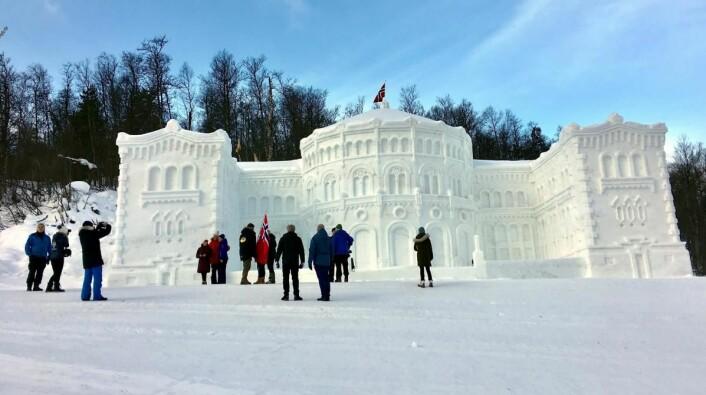 Stortinget er nå å finne i Raudalen, 10 minutters kjøring fra Beitostølen. (Foto: DestinasjonsKirurgene)