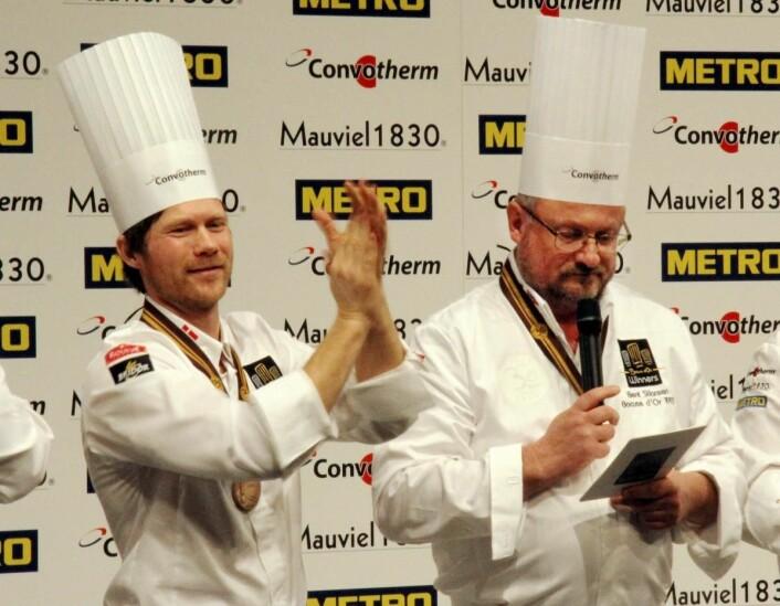 Bent Stiansen sikret seg stjerne for 22. gang. Til venstre Rasmus Kofoed, som nok en gang fikk tre stjerner for sin restaurant Geranium i København. (Foto: Morten Holt)