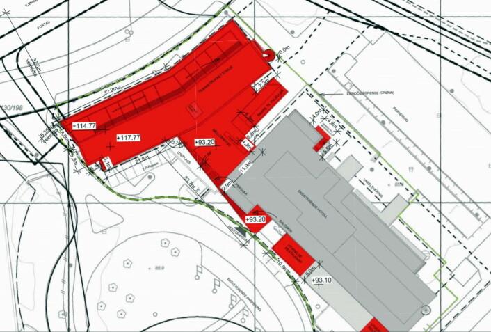 Den nye hotelldelen skal bygges der det i dag er parkeringsplass. Den røde delen viser nybygget, mens den grå delen er den gamle delen av hotellet. (Illustrasjon: Scandic Helsfyr)