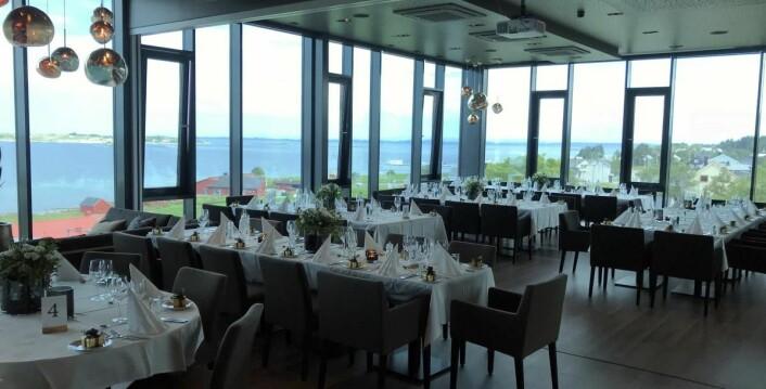 Ikke noe å si på utsikten fra restaurant- og barlokalet Søvæst. (Foto: Hotell Frøya)