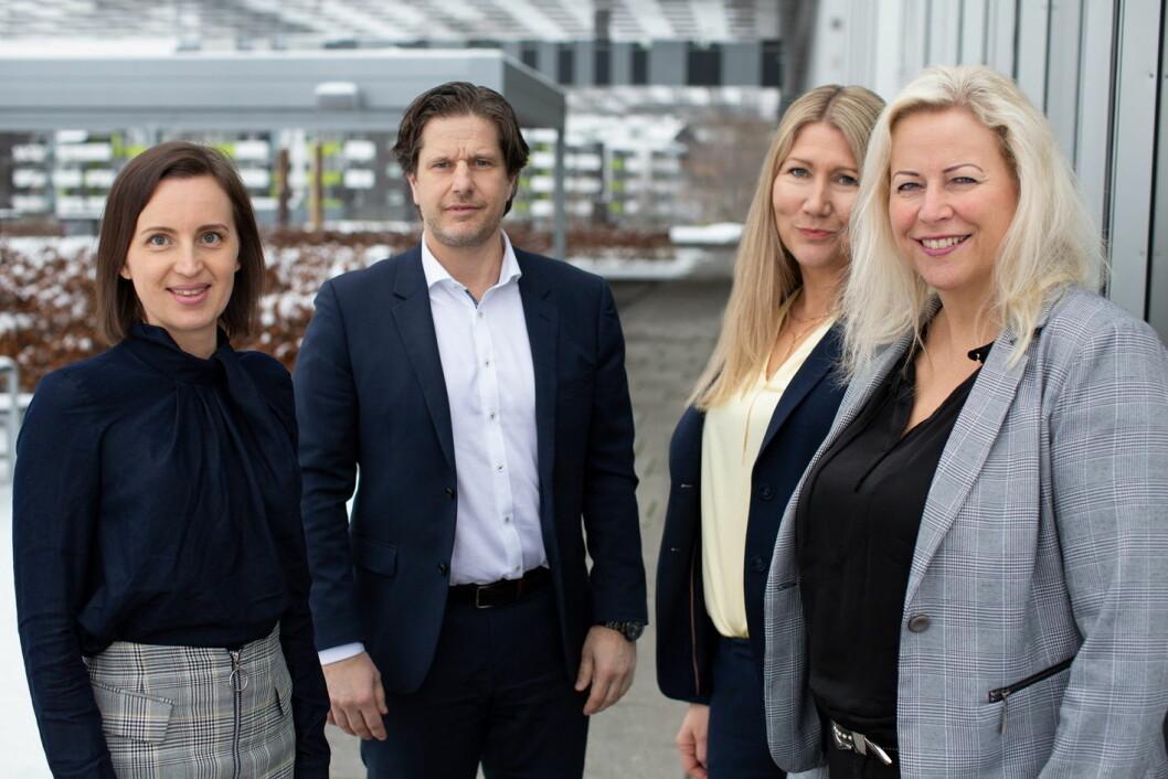 – Vi er stolte av å jobbe i organisasjon som Haut Nordic der kvinner og kvinnelige ledere heies fram, sier hotelldirektørene Silje Jørgensen (til venstre), Karoline Hammer-Larsen og Janne Johansen, her sammen med administrerende direktør Sondre Prestegard. (Foto: Haut Nordic)