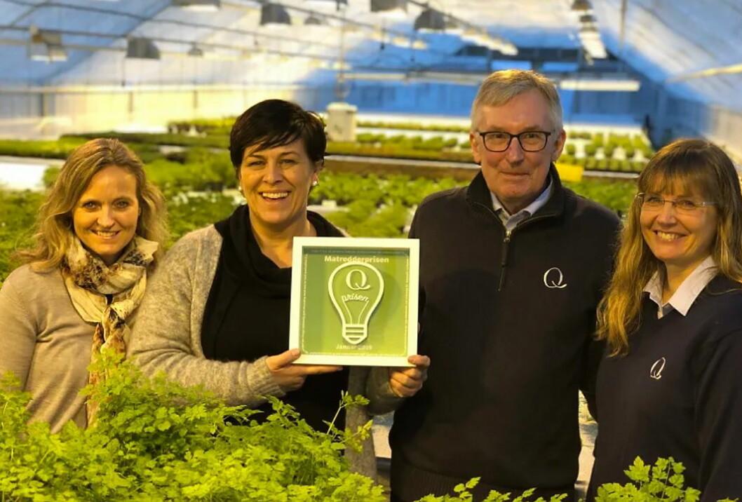 Mette Nygård Havre til venstre delte ut Matredderpris til Trine Lohne. Her sammen med Q-sjefen Bent Myrdahl og innovasjonssjef i Q Annette W. Jung. (Foto: Q-Meieriene)