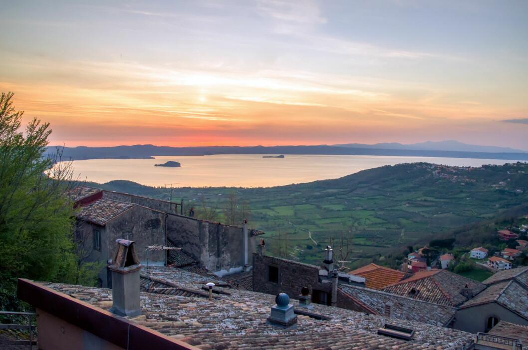 Utsikt mot Bolsenasjøen fra Montefiascone. (Foto: Colourbox.com)