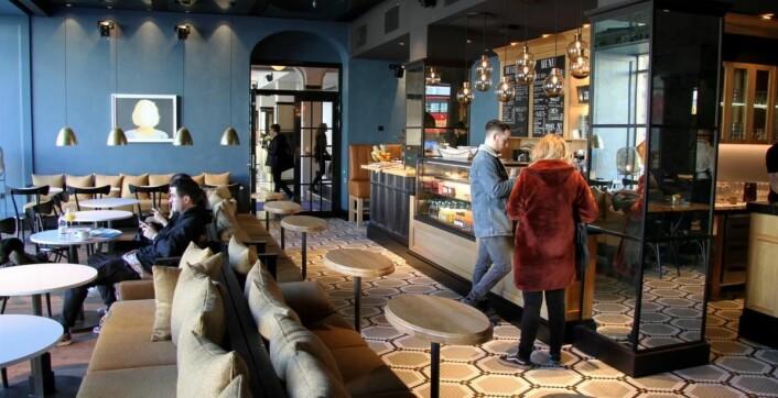 Mat- og drikketilbud er det nok av på det nyåpnede hotellet. (Foto: Morten Holt)