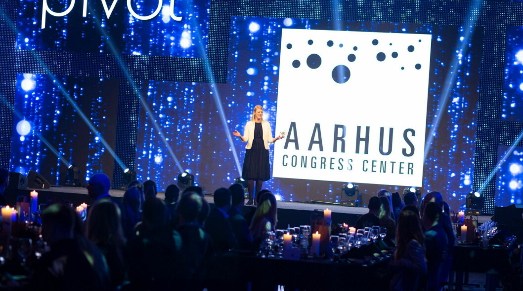 Helene Hallre på scenen under relanseringsshowet. (Foto: Radisson Hotel Group)