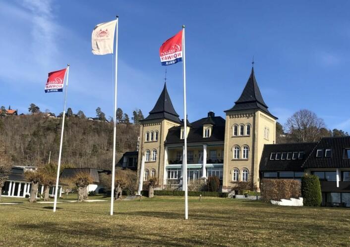 Classic Norway Hotels-flaggene vaier nå på Refsnes Gods på Jeløya.(Foto: Classic Norway Hotels)