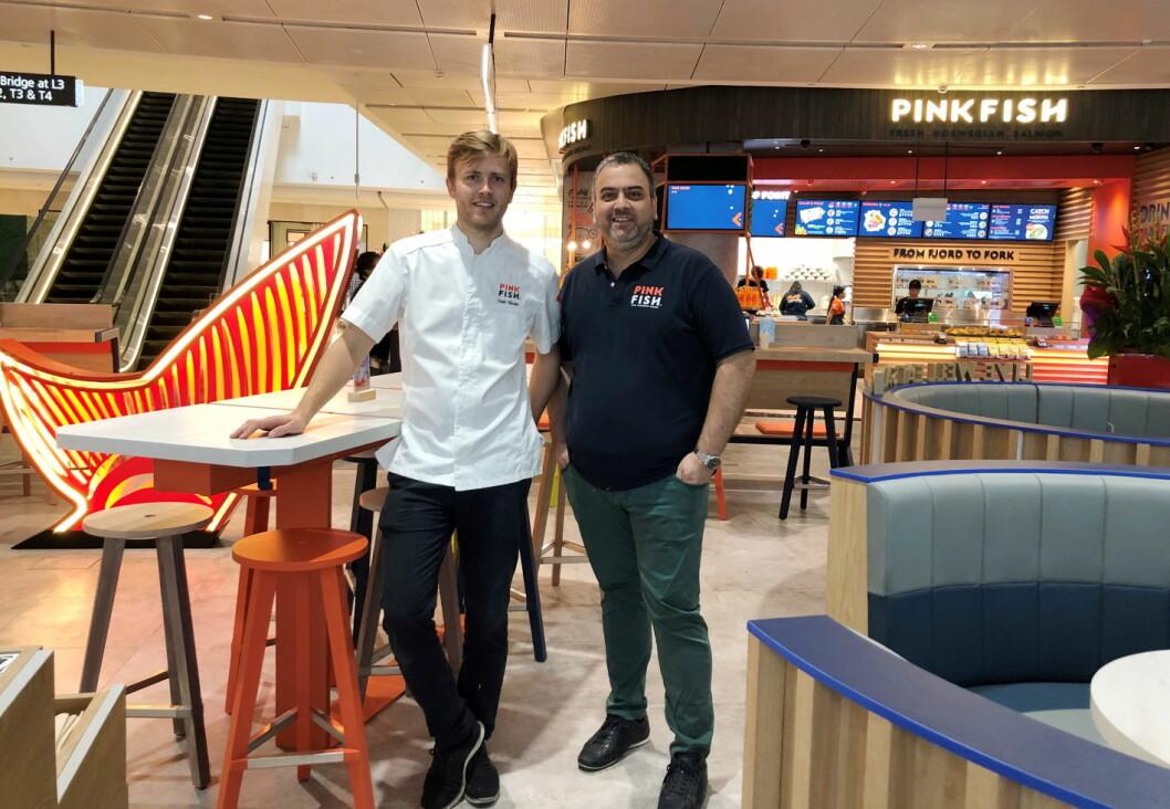 Geir Skeie og Ronny Gjøse i den nye Pink Fish-restauranten i Singapore. (Foto: Pink Fish)
