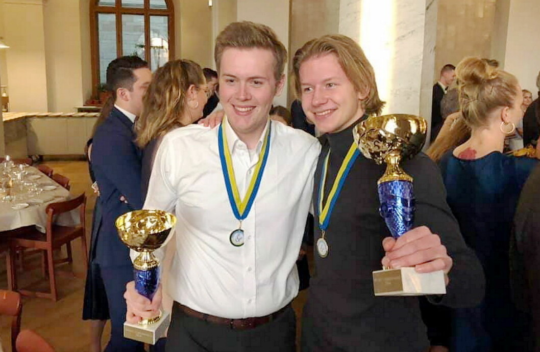 Gull til Statholdergaardens kokkelærlinger  Håvard Onsøyen og Audun Blystad i Nordisk mesterskap i Stockholm. (Foto: NKL)