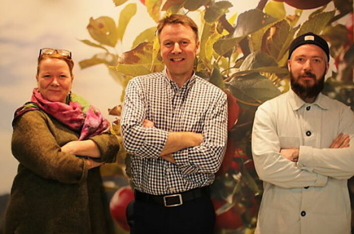 Den norske Embla- juryen: Anya Seeberg Liaaen (gründer av matmagasinet NORD, Lars Petter Bartnes (leder av Norges Bondelag) og kokk Even Ramsvik. I tillegg er Bondelagskokk Halvar Ellingsen i juryen. (Foto: Norges Bondelag)