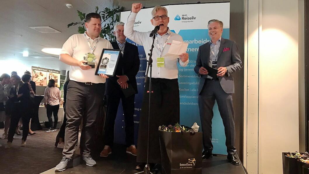 NHO Reiseliv Innkjøpskjeden har kåret Grilstad Foodservice «Årets leverandør av mat 2019». Fra venstre: Jan Anders Brun (salgssjef i Grilstad Foodservice), Morten Karlsen (direktør for verving og innkjøp i NHO Reiseliv), Terje Eskedal, (Key Account Manager i Grilstad Foodservice) og Øyvind Frich (leder av innkjøpsutvalget i NHO Reiseliv Innkjøpskjeden). (Foto: NHO Reiseliv)