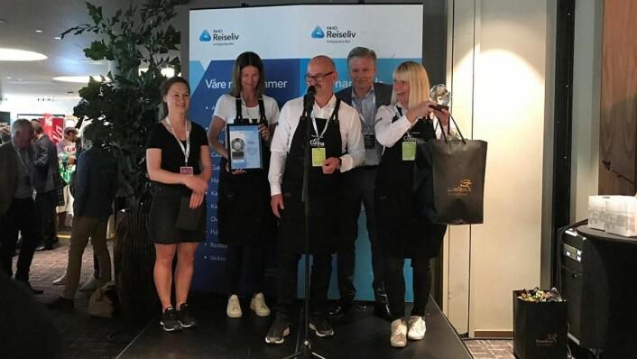 Culina er kåret til «Årets leverandør av non-food og tjenester 2019». Fra venstre: Alexandra Buan (kategorisjef for non-food og tjenester), Mette Wangen, kundekonsulent i Culina), Pål Byhring-Enger (salgssjef i Culina), Øyvind Frich (leder av innkjøpsutvalget i NHO Reiseliv Innkjøpskjeden) og Kathrine Starheim (markedssjef i Culina). (Foto: NHO Reiseliv)