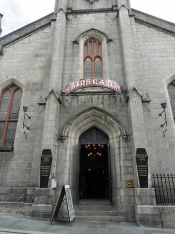 Puben ligger i det som en gang har vært en kirke. (Foto: Georg Mathisen)