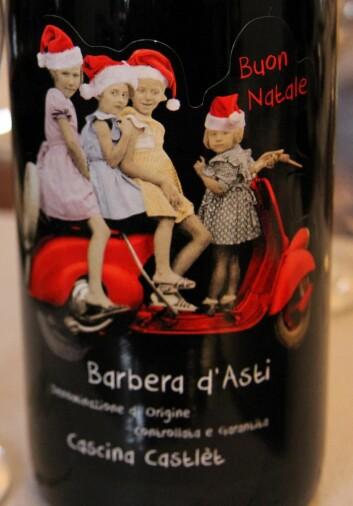 Kjent etikett på polet. Dette er julemotivet. (Foto: Morten Holt)