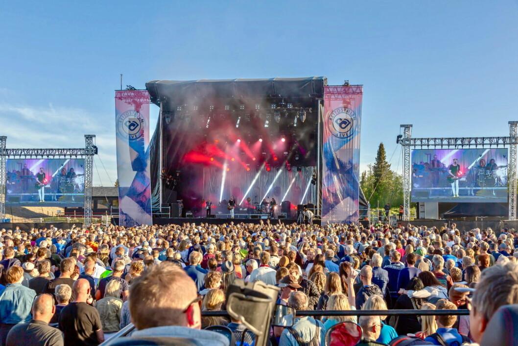 The September When med Morten Abel i spissen, var siste band ut før Sting, på Beitostølen Live, der Minor Majority åpnet lørdagskvelden, og fikk spille for store publikumsmasser i et fantastisk sommervær. (Foto: Aud Eva Bergo)