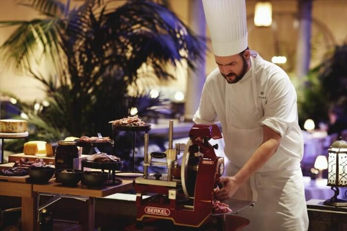 Britannia Hotel serverer frokost i Palmehaven. (Foto: Lars Petter Pettersen)