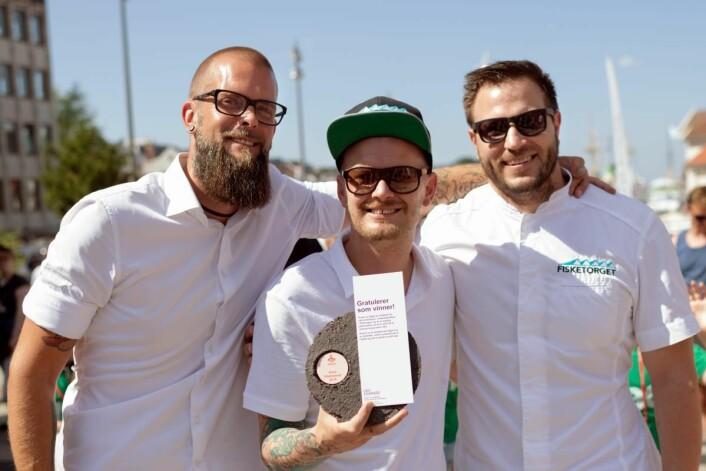 Gladmatpris til Karl Erik Pallesen & co på Fisketorget. (Foto: Gladmat/Tord Paulsen)