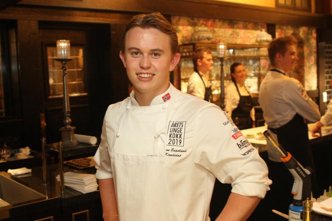 Vaaghals- og landslagskokk Aron Espeland er blant favorittene til å vinne Årets unge kokk 2019. (Foto: Morten Holt)