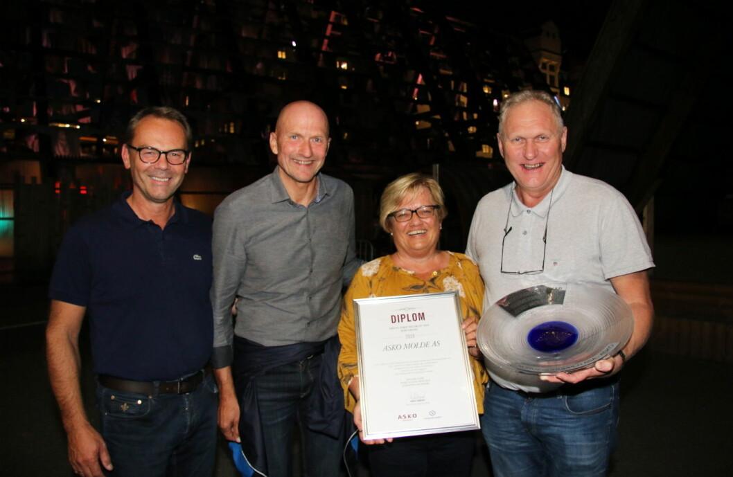 Asko Molde er kåret til «Årets selskap» i Asko. Fra venstre konsernansvarlig André Tangerud, Jan-Erik Bårdsgjære, Anita Gundersen og Bjørn Staurset. (Foto: Nils Henrik Sjo)