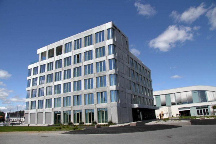 Mandal Hotel og Buen kulturhus (til høyre). Hotellet er tegnet av Arkitektværelset i Oslo. (Foto: Morten Holt)