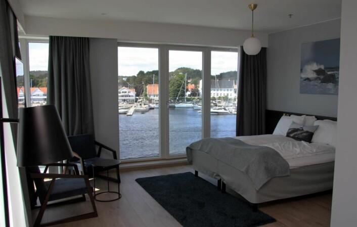 Fra et av rommene med nydelig utsikt mot Mandal havn. (Foto: Morten Holt)