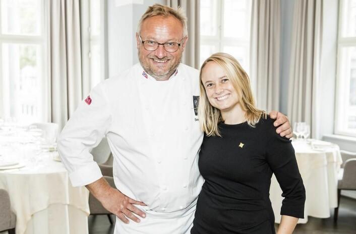Bent Stiansen sammen med sin datter Natascha Hellstrøm Stiansen, som er administrativ leder på Statholdergaarden. (Foto: Statholdergaarden)