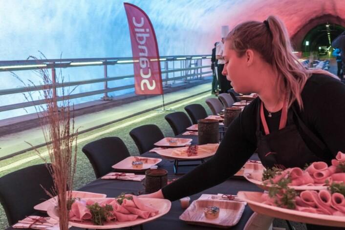 Serverte frokost - 250 meter under havoverflaten. (Foto: Scandic Hotels)
