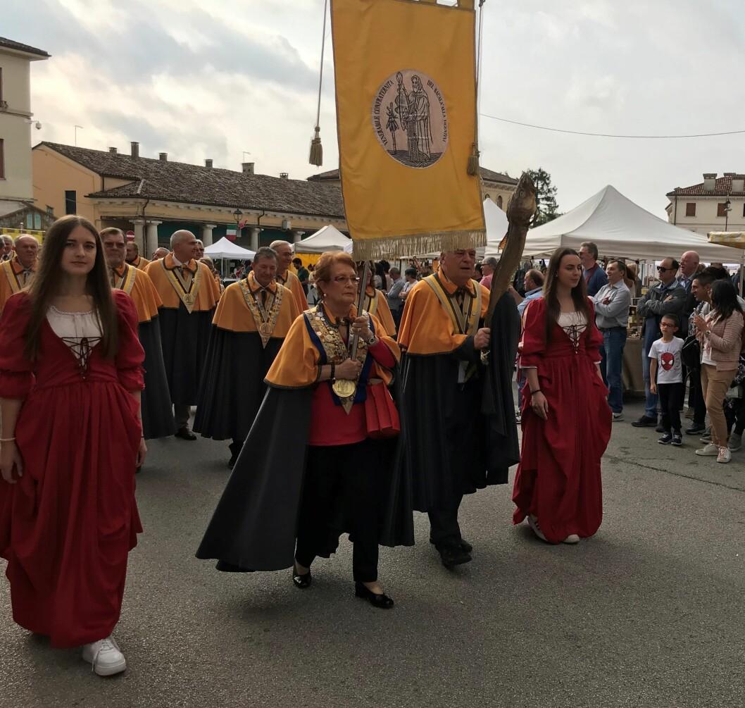 Norsk tørrfisk feires av 60000 italienere på verdens største tørrfiskfestival i Sandrigo i Italia (Foto: Norges sjømatråd).