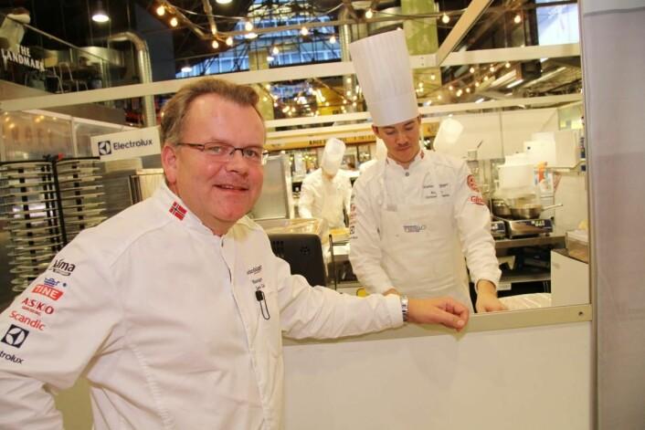 Tidligere manager for de norske kokkelandslagene, Jørn Lie (til venstre), er også med på laget på Code. Her sammen med Christer Rødseth. (Foto: Morten Holt)
