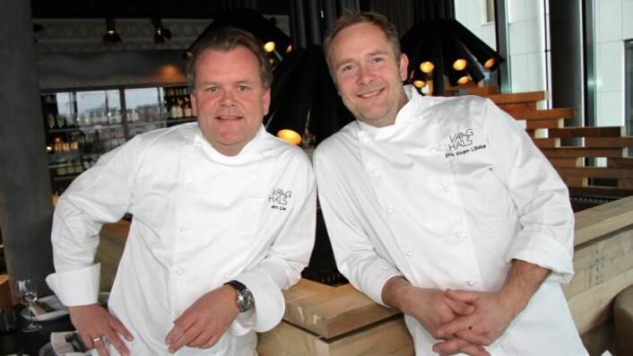 Eirik Strøm Lillebø (til høyre) blir daglig leder for Code Restaurant. Her sammen med Jørn Lie på Vaaghals. (Foto: Morten Holt)