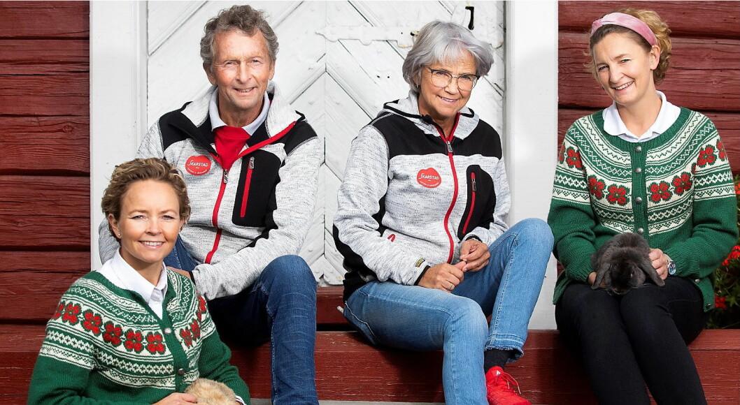Skarstad Gartneri vant BU-prisen i Hedmark. Fra venstre Linda, Lars, Grete og Anette Skarstad. (Foto: Fredrik Solstad)