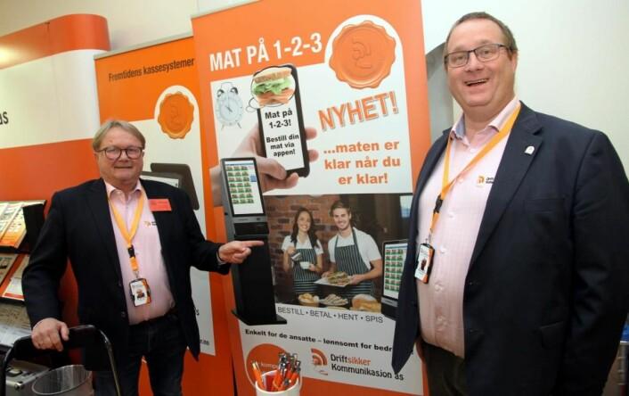 Per Joar Lorvik (til venstre) og Helge Andresen hos Driftsikker kommunikasjon AS. (Foto: Morten Holt)
