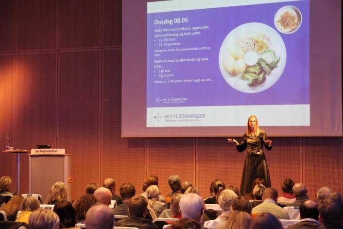 Matomsorgsprisvinner Ida Kristiansen forteller om sitt arbeid på Tines fagseminar på Oslo Kongressenter. (Foto: Morten Holt)