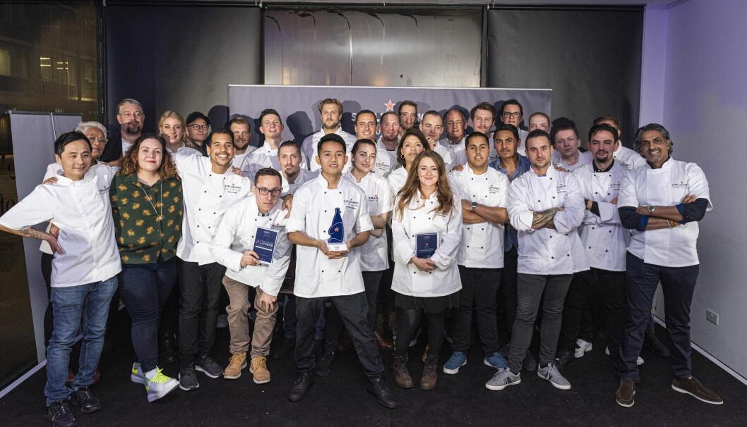 Deltakere og jury i den regionale finalen av S. Pellegrino Young Chef. Den svenske vinneren erome Ianmark Calayag i midten foran. (Foto: Arrangøren)
