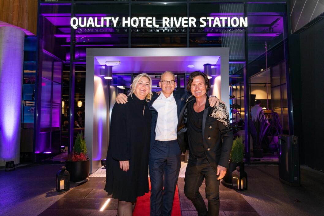 Hotelldirektør Anne-Margrethe Tveit, administrerende direktør for Nordic Choice Hotels Torgeir Silseth og grunnlegger av Nordic Choice Hotels Petter A. Stordalen. (Foto: Nordic Choice Hotels)
