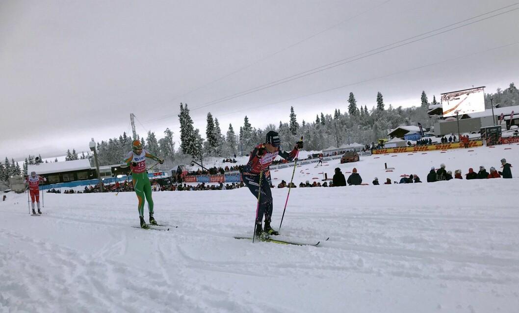 Johannes Høsflot Klæbo (fremmerst) og de andre langrennsstjernene nøt skiløypene på Beitostølen i helga. (Foto: Morten Holt)