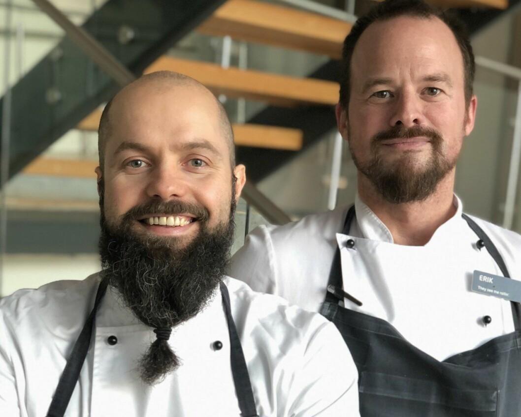 Karlis Veide (til venstre) og Erik Sandal er nye kjøkkensjefer på de to Quality-hotellene i Ålesund. (Foto: Quality Hotel)