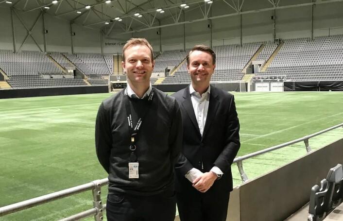 Kommersiell direktør i Telenor Arena, Kjetil Bell Tveit (til venstre) ogadministrerende direktør i Fursetgruppen, Gjøran Sæther. (Foto: Telenor Arena)