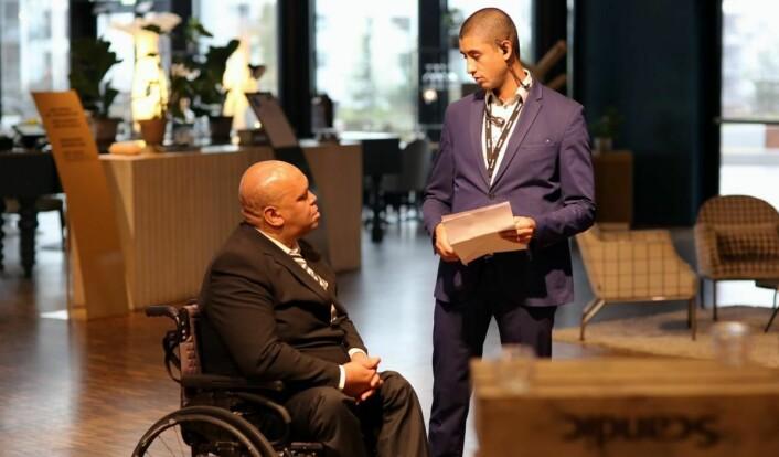 Bihonelgne Stifanos (til venstre) fikk fast jobb på Scandic Fornebu. (Foto: Scandic Hotels)