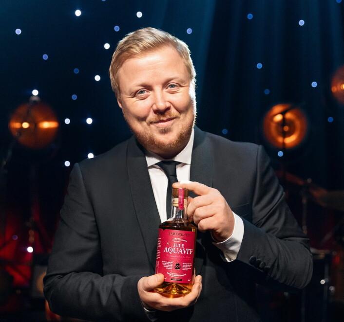 Kurt Nilsen med sin egen juleakevitt. (Foto: Solera)