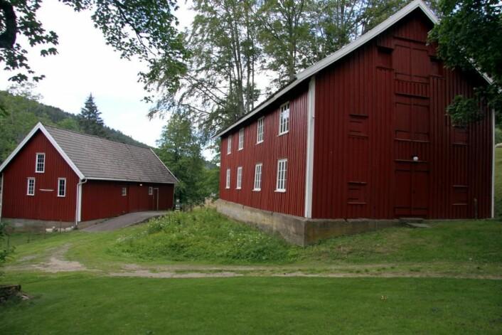 To av bygningene som nå skal bygges om, slik at de blir 28 nye sengeplasser på Boen Gård. (Foto: Morten Holt)