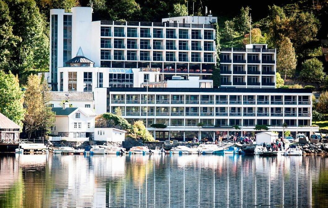 Hotell Geiranger ligger helt nede ved havet, innerst i Geirangerfjorden. Hotellet har 150 rom. (Foto: Havila Hotels)