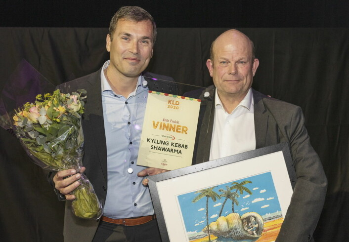 «Årets produkt» ble Kylling Shawarma fra Roar Stang. Paal Stang og Finn Egil Borge Hansen mottok prisen på vegne av selskapet. (Foto Sjo og Floyd)