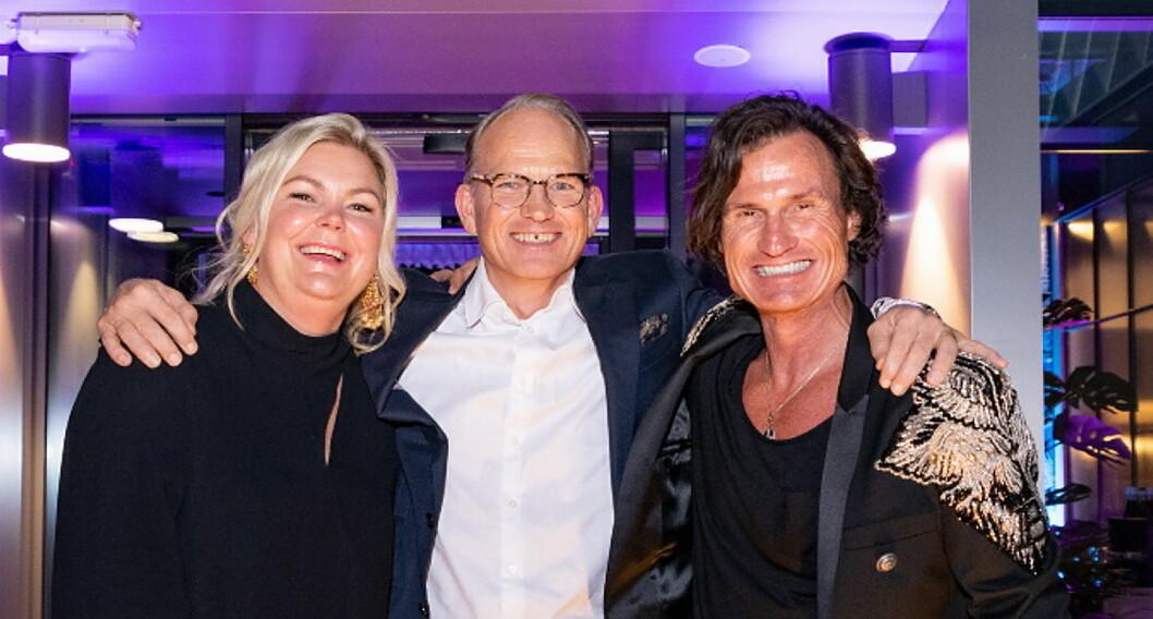 Anne-Margrethe Tveit, her sammen med Torgeir Silseth og Petter A. Stordalen i Nordic Choice Hotels, er kåret til «Årets Hotelier 2019». (Foto: Nordic Choice Hotels)